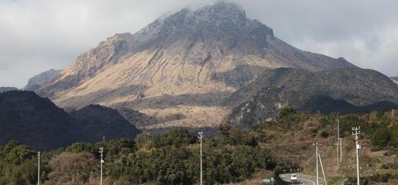 images5-samyh-silnyh-vulkanov-i-ih-geograficheskoe-raspologenie-thumb.jpg