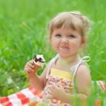 Когда ребенку можно давать мороженое